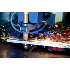 Сварщик дуговой сварки неплавящимся электродом в защитном газе