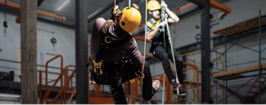 Экскурсия на полигон по отработке навыков безопасных методов и приёмов выполнения работ на высоте в г. Санкт-Петербург