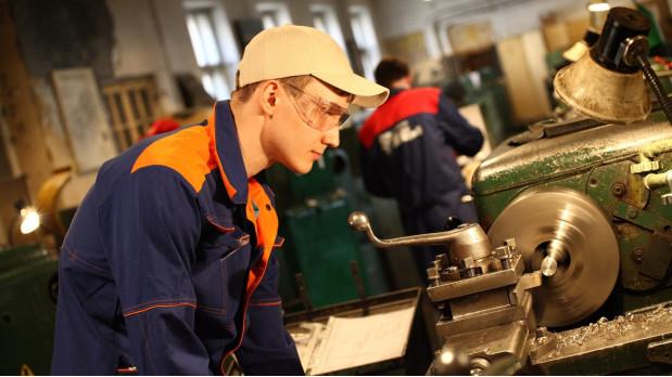 Рабочие профессии: востребованность гарантирована